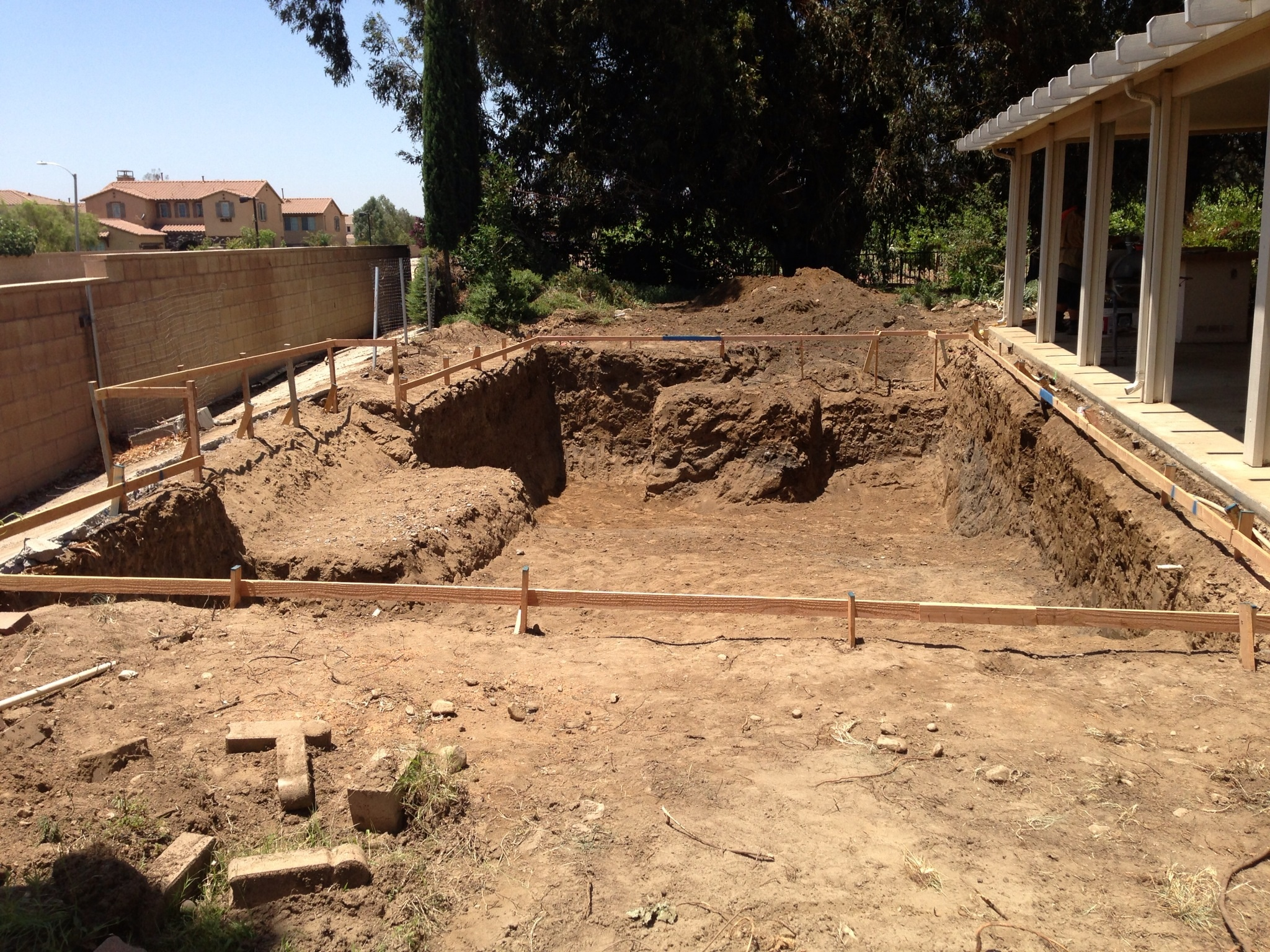 Socal pool construction swimming pool excavation for Swimming pool construction